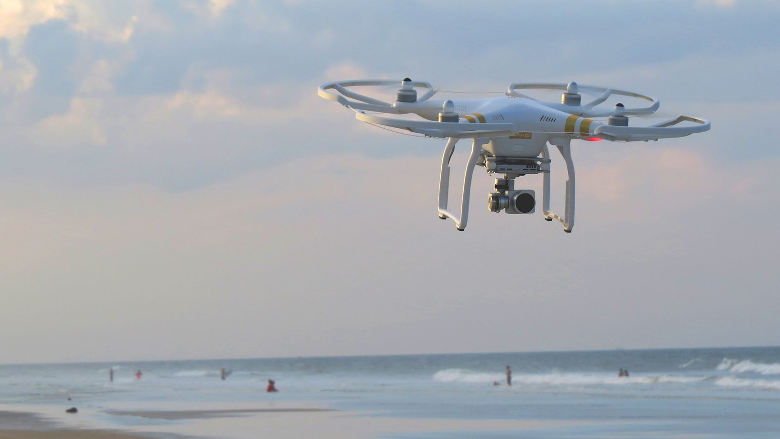 Drone ved strand